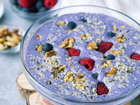 LOW-CARB BLUEBERRY PROTEIN SMOOTHIE BOWL