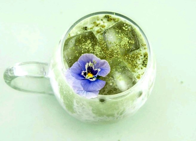 Keto friendly iced matcha latte beverage ketogenic recipes