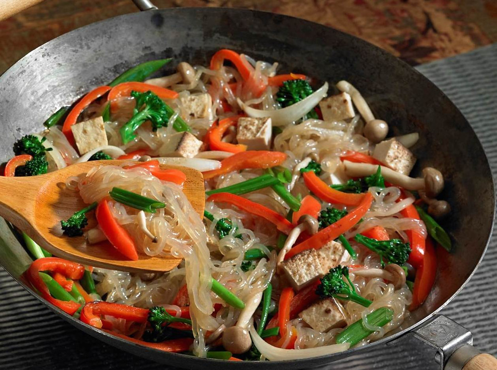 Shirataki Noodles for ketogenic stir fry recipes with keto friendly zero carb noodles