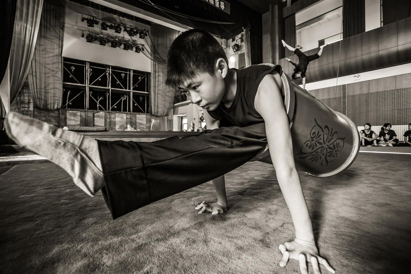 中国少年雑技学校