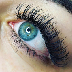 A scattered graduated set of Individual Lashes. 13-10mm 0