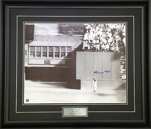 Wille Mays Autographed 16x20 Photo - Framed