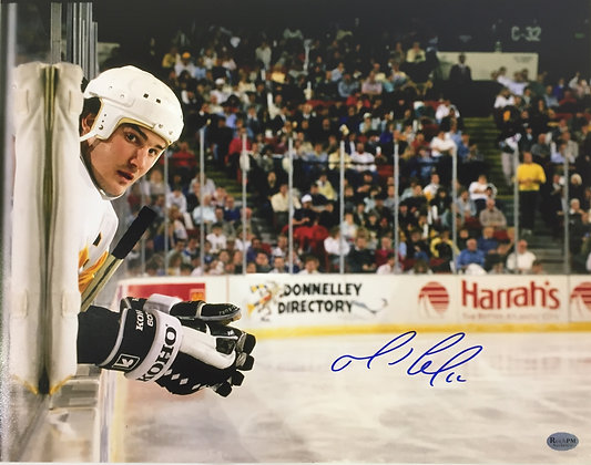 Mario Lemieux Autographed 11x14 Photo - Leaning over the Boards