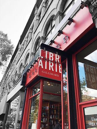 Gallimard Montréal. Design graphique vitrine, mur, signalétique : Laurent Pinabel