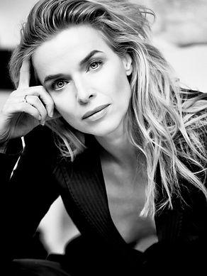 A new Present - Thekla Reuten - Actress.