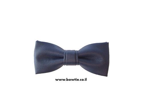 עניבת פפיון דמוי עור שחורה