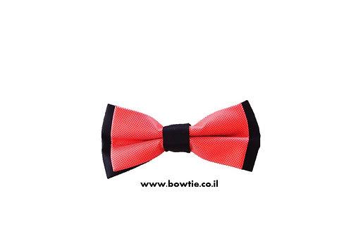 עניבת פפיון אדומה רקע שחור