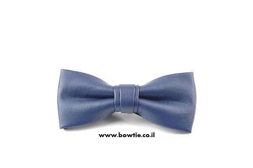 עניבת פפיון דמוי עור כחולה