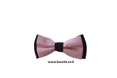 עניבת פפיון ורודה רקע שחור