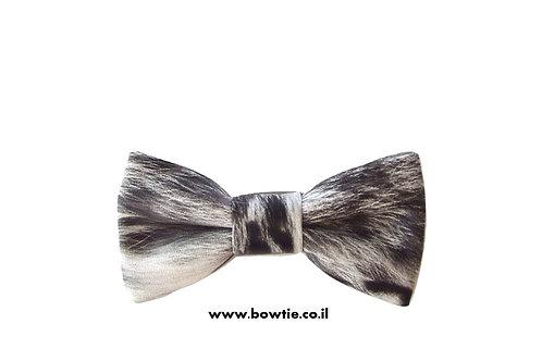 עניבת פפיון דמוי עור שחור לבן פרווה