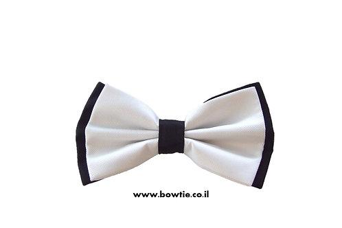 עניבת פפיון לבנה רקע שחור
