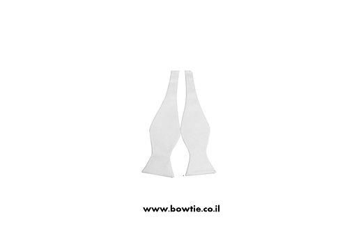 עניבת פפיון קשירה לבנה