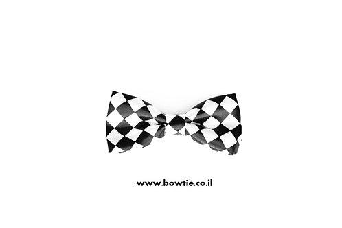 עניבת פפיון לבנה מעוינים שחורים