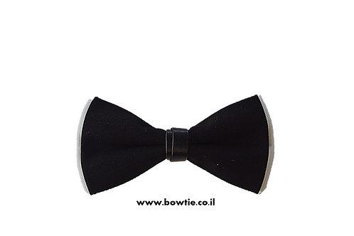עניבת פפיון שחורה רקע לבן