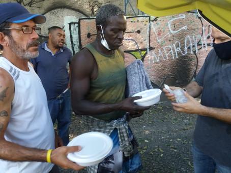 """""""Viver com os pobres e para os pobres"""", diz Papa Francisco"""