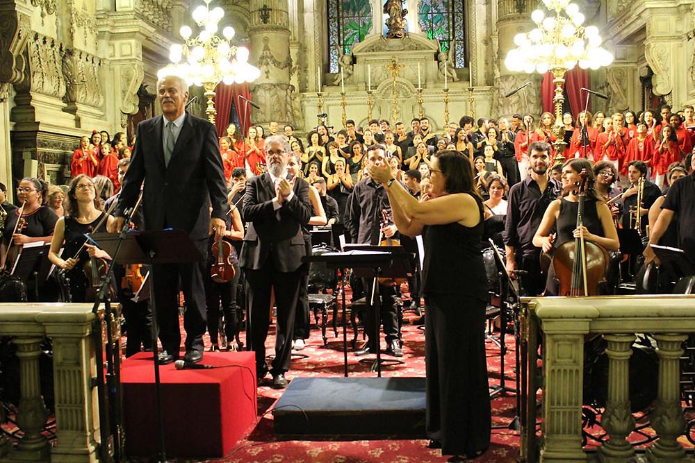 Danilo Caymmi é aplaudido no Concerto de Natal da Candelária