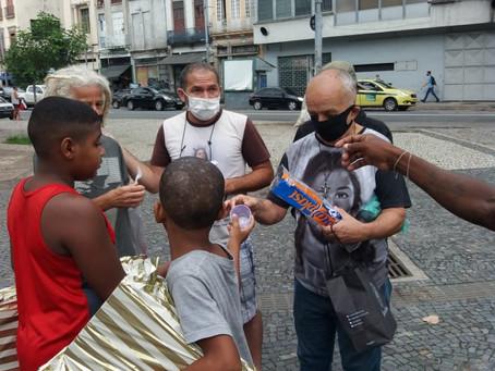 Missionários de Nossa Senhora e São Bruno promovem Natal com os irmãos no Centro do Rio