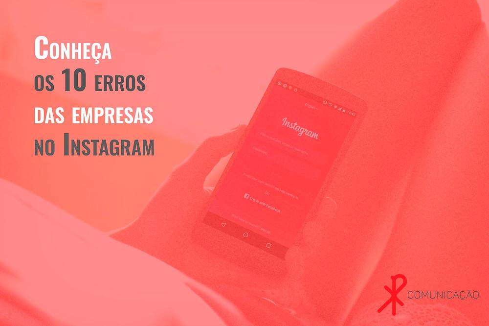 mulher segura smartphone com interface do Instagram
