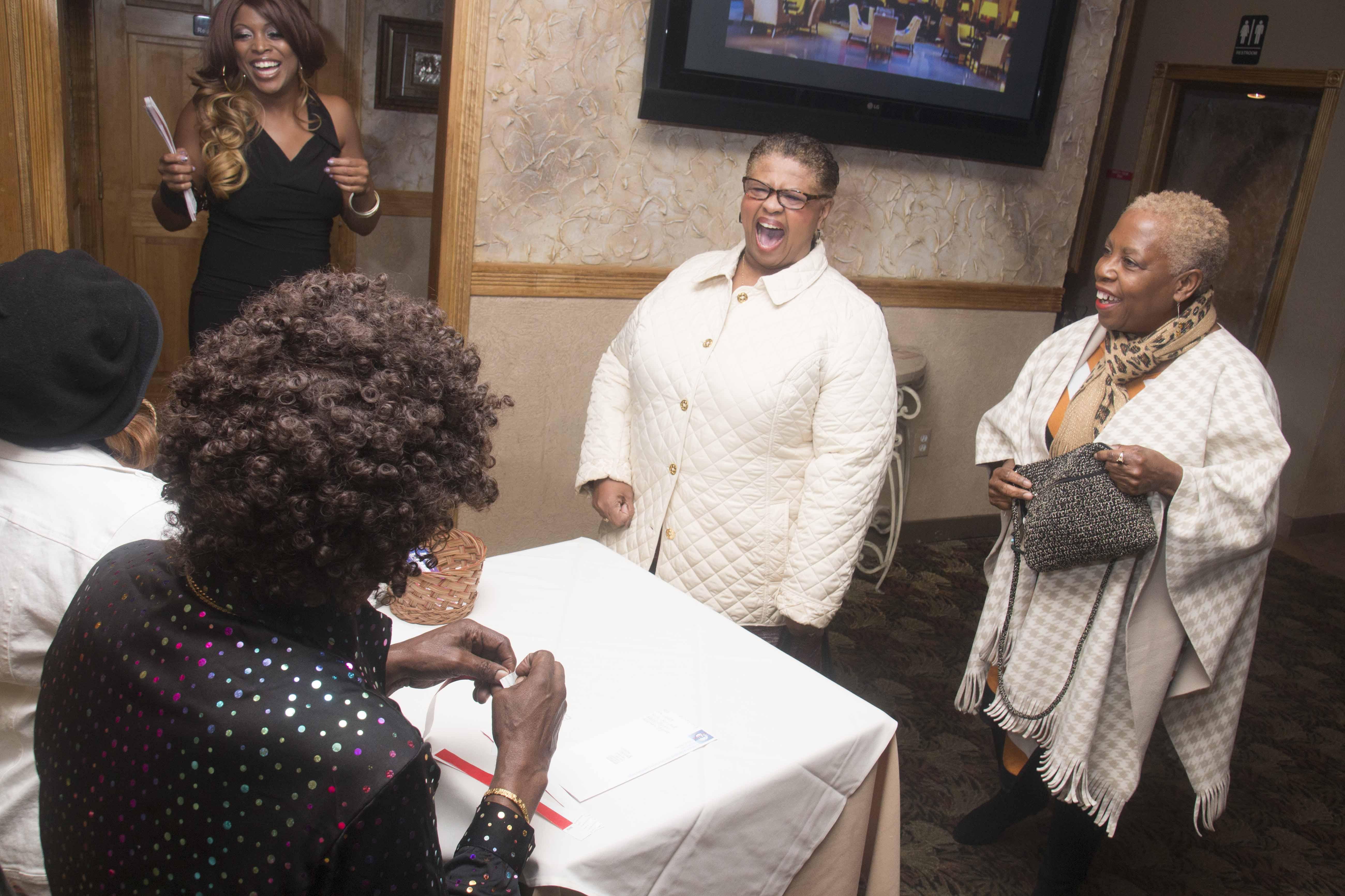 L-Train Memorial Foundation - Throwback Jam (Bella Italian Restaurant, Orange, NJ) 10-28-16_0025