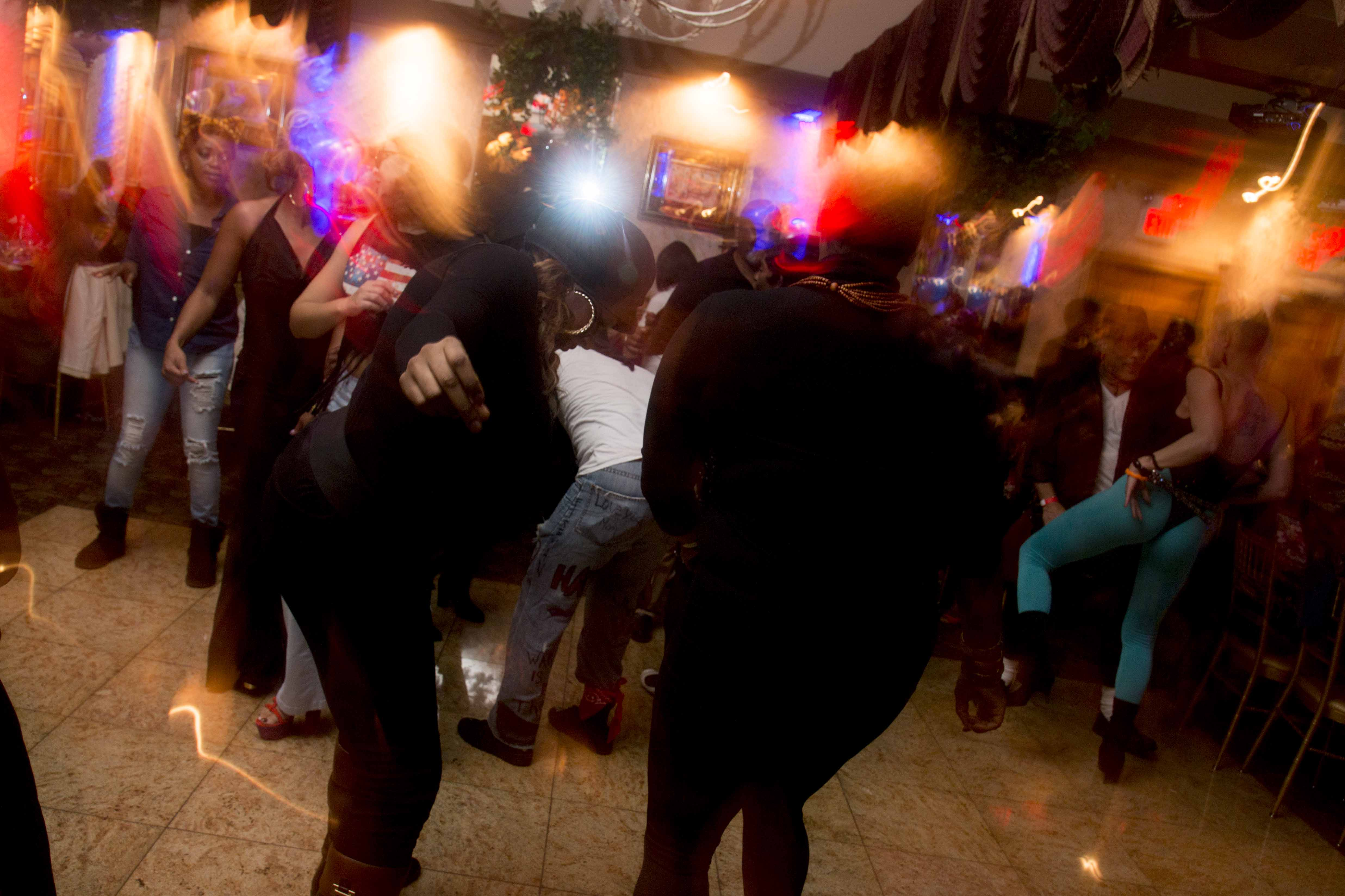 L-Train Memorial Foundation - Throwback Jam (Bella Italian Restaurant, Orange, NJ) 10-28-16_0121
