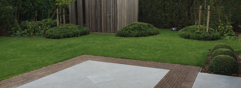 Kleiklinker terras met Blauwe hardsteen platen.