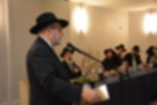 Rabbi Brudny addressing the misayemim