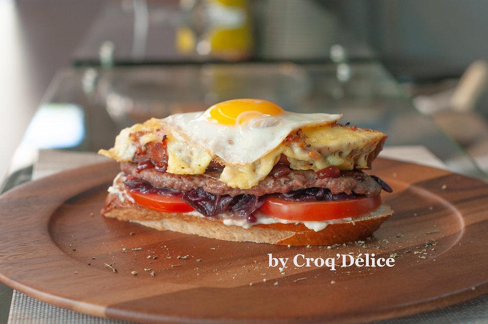 Croq Burger con huevo.jpg