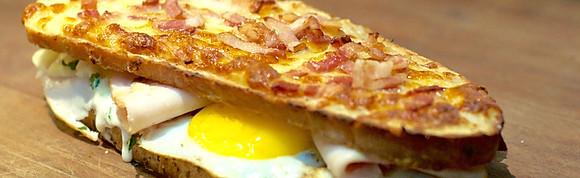 Croq Sandwiches*, Promoción con bebida o café o té $4900