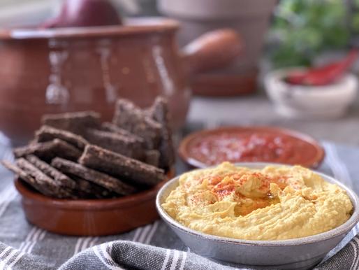 Fibrous Flaxseed Crackers & Turmeric Hummus