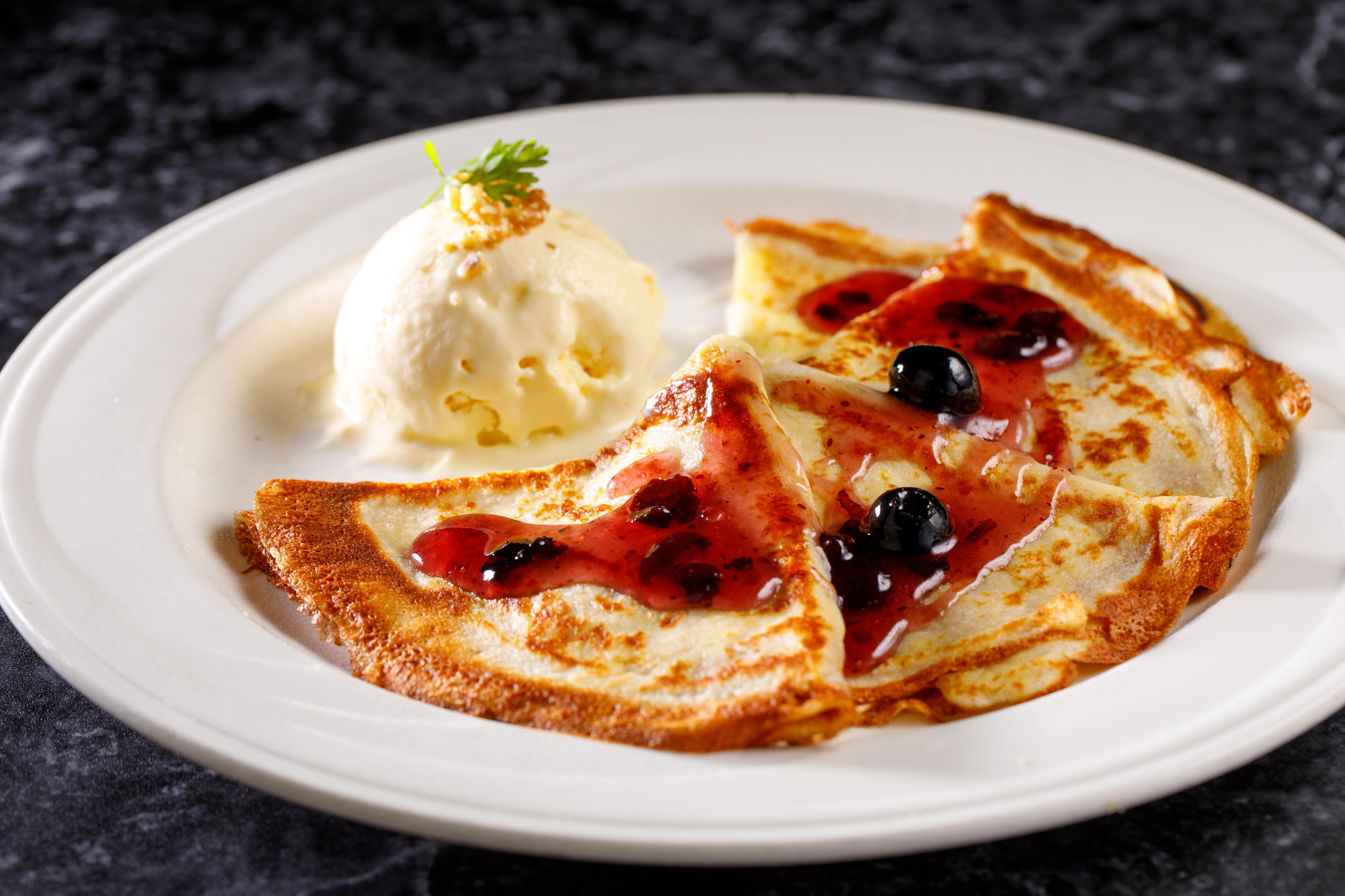 D-法式薄餅佐藍莓果醬