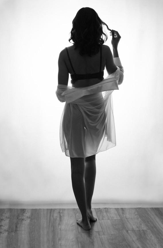 black and white classic boudoir photo