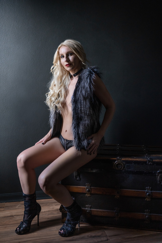 tampa rocker boudoir photo