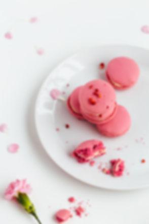beautiful-pink-macarons-HYNJP6M.jpg