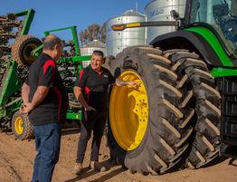 Ag Tyres & Wheels - Haeusler's John Deere 8R 280
