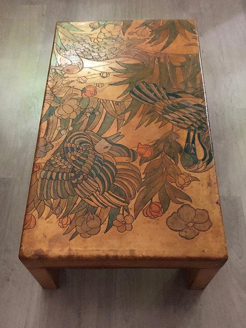 Table en cuir gravé