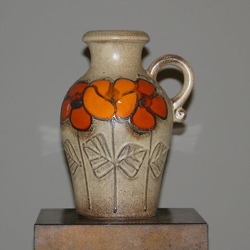 Vase avec détails floraux