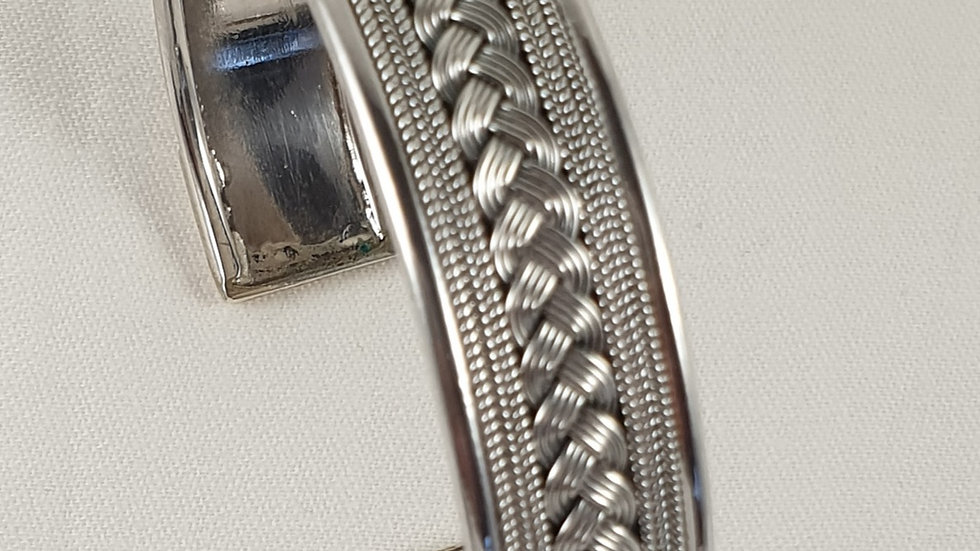 Solid sterling silver. Weight 22.2gm (free UK delivery)