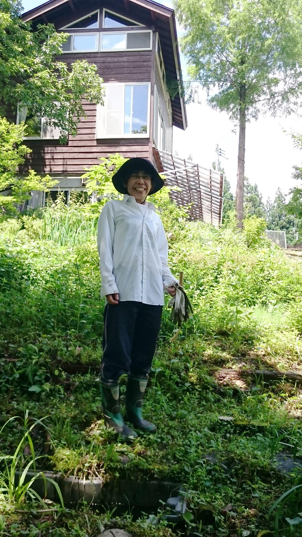 去年の森の整備の写真です。館長ニコニコ。