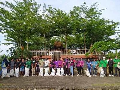 UKM Mahasiswa TS4CC STP Mataram Gelar Bersih-bersih Daya Tarik Wisata Lombok