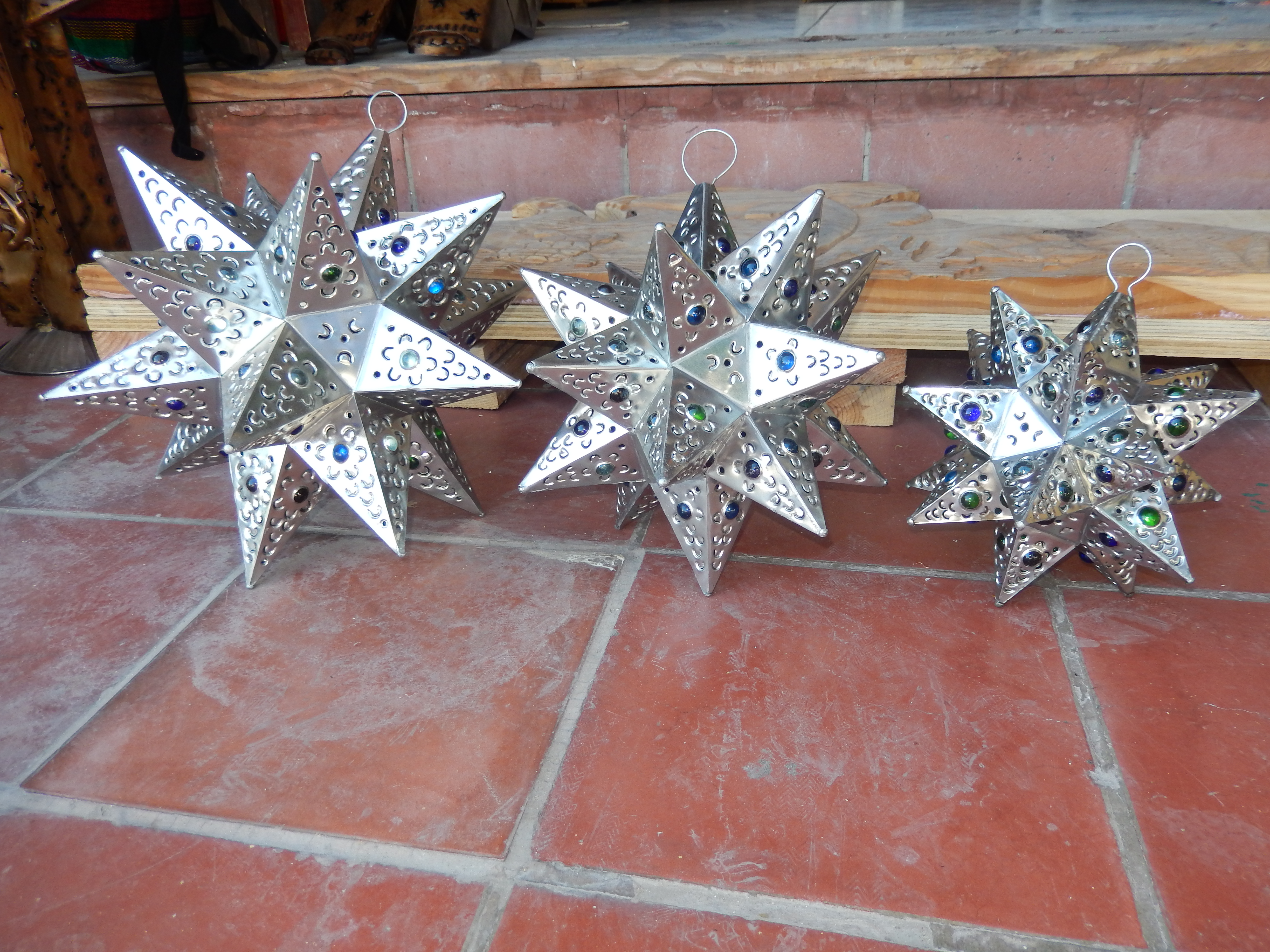 3 sizes stars with lights