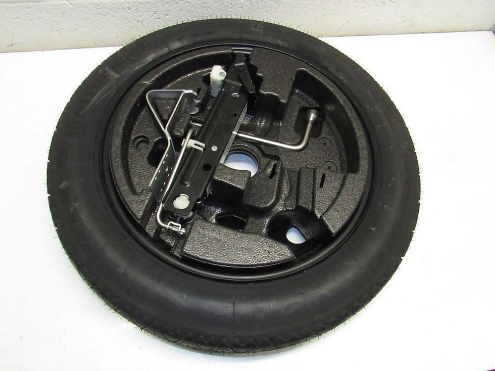 צמיג רזרבי בדרך כלל ממוקם בתא המטען מתחת לשטיח, בג'יפ גלגל רזרבי נמצא על דלת הפתיחהמאחור.
