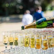 Buffet boissons cocktail dans le parc du Moulin de Lanrodec