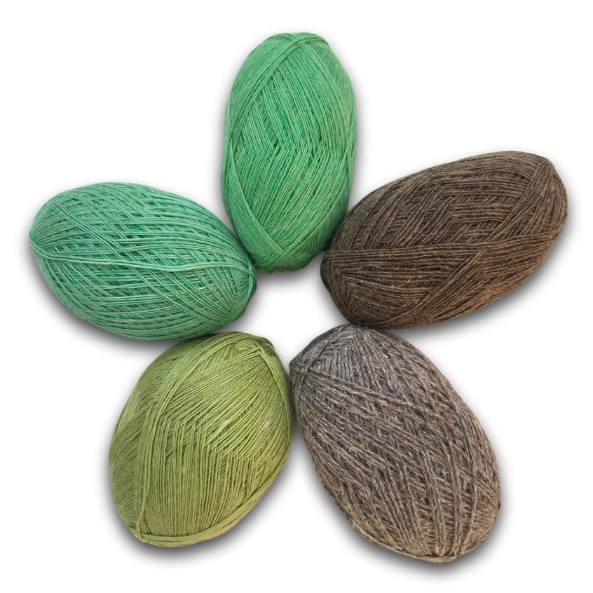 Пряжа для ручного вязания. Состав: 100 шерсть.