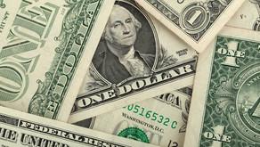 Afeganistão, China e tensão política no Brasil levam dólar ao maior patamar desde maio: R$ 5,28.