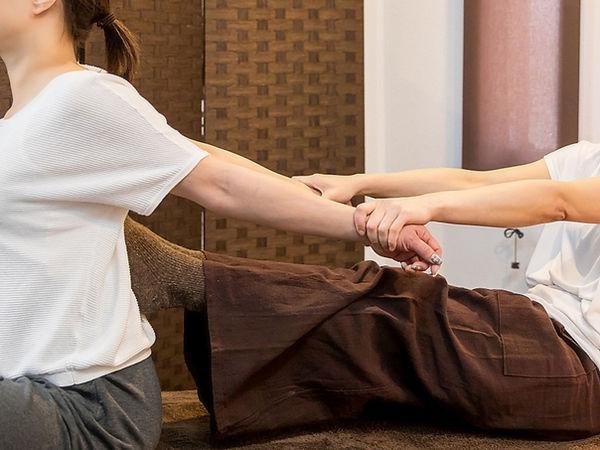 五十肩_暴力的な手技のイメージ