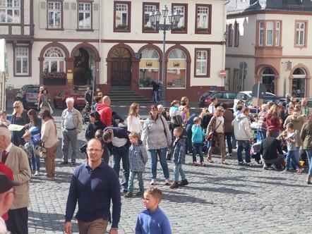 Gemeindefest in Weilburg: Hunderte feierten bei strahlendem Sonnenschein