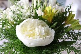 Edler Blumenschmuck für eine stilvolle Hochzeit nahe Uetersen