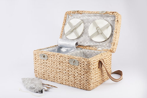 Wooden Frame Seagrass Weaving Picnic Basket For 4