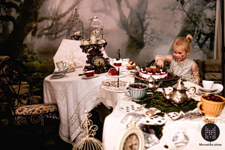 """Шоу """"Алиса в стране чудес"""""""