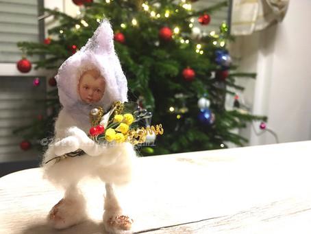 綿人形に、ブリヨンの花束を持たせてみました。